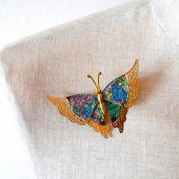 Butterfly brooch / pretty / gold tone / filigree / metal / sparkly / glittery / multicoloured / vintage / delicated / gift / insect brooch