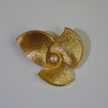 3 Gold tone Petals with Faux Pearl Brooch Pin Lapel Vintage