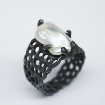 oxidized sterlig silver ring with baroque pearl - one of a kind - black silver ring