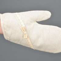 White oven mitt made of cotton and polyamide