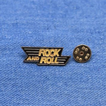 Letter Brooches Rock and Roll Enamel Pin for Boys Girls Lapel Pin Hat/bag Pins Denim Jacket Women Brooch Badge Q410