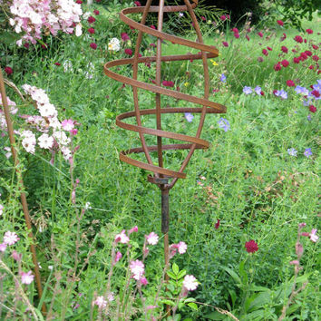 Rustic Elevated Mini Pod Metal Garden Sculpture