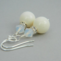 Wedding Earrings - Pearl and Crystals - White, Ivory, Cream, Beige, Soft, Gift for Her, Short, Bridal, Bride, Bright, Silver, Cute, Jewelry