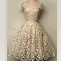 Cream-colored flowers  lace elegant evening gown of cultivate one's morality dress