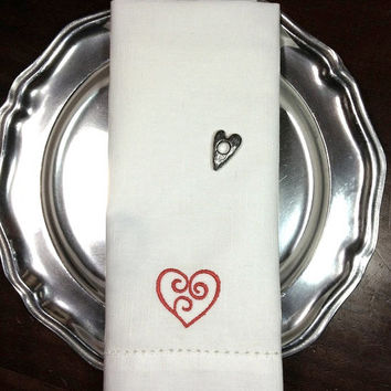 Set of 4 Heart Anniversary Day Embroidered Cloth Napkins / Heart Napkins / Valentine's Day Napkins / Heart / Red / White / Silver