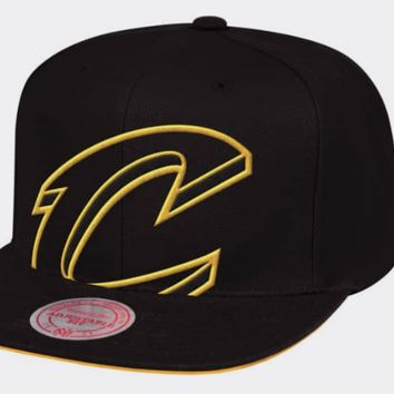 Cleveland Cavaliers Mitchell & Ness NBA Cropped XL Logo Snapback Cap