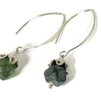 Green serpentine silver earrings, serpentine gemstone design earrings, Thai silver modern earrings, silver earhooks, long earrings,