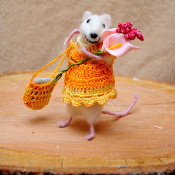 Mouse beauty with flower bouquet  and bag filled with dry lavender! Perfect gift!