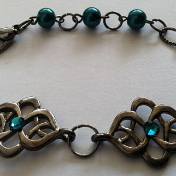 Elegant gunmetal tone bracelet with teal by Peachykeenthings