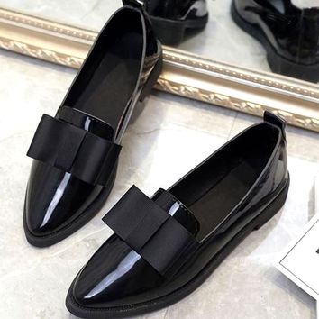 Women Flats Bowtie Loafers Shoes Women Ballet Flats Pointed Toe Shoes Patent Leather Elegant Low Heels Slip On Flat Shoes Woman