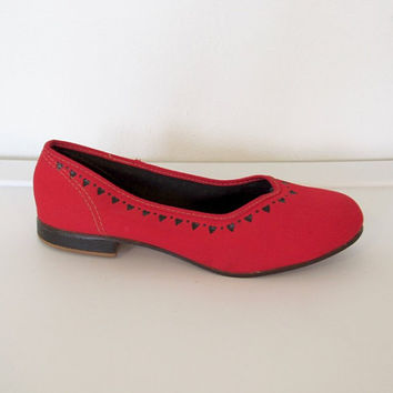 Vintage 1950s U.S. Kedettes / Red Canvas Slip Ons w/ Heart Design / Size 5.5 Shoes / Women's Keds