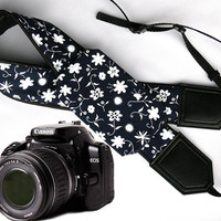 Floral Camera strap with pocket. Flowers camera strap.  DSLR / SLR Camera Strap. Camera accessories. Canon Nikon Fuji Sony camera strap.