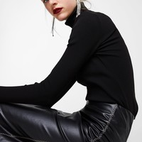FAUX LEATHER SKIRT WITH CONTRASTING TOPSTITCHING DETAILS