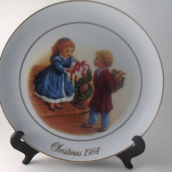 Vintage Avon Plate Porcelain Christmas Plate 1984 Collectible Plate