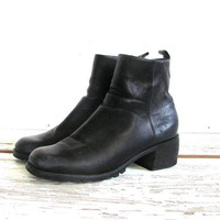 90s black leather ankle boots. chunky boots. moto boots. women's shoes size 8