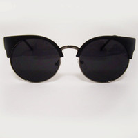 Cat Eye Vintage-Inspired Round Sunglasses - Black Frames