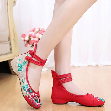 Hot Sale Chinese Soft Flats Women Shoes Spring 2018 Old Peking Flower Embroidered Shoes Sole Comfortable Breathable Canvas Flat