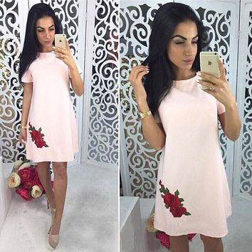 2018 Summer Fashion Rose Appliques Simple Style Straight Dress Woman O-neck Short Sleeve Casual Dresses Party Mini Dresses