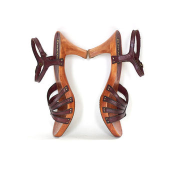 Vintage Leather and Wooden Sandals . Size 8