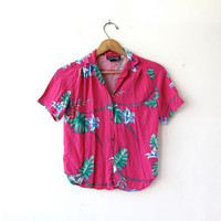 Vintage floral shirt. Cropped tropical shirt. Short sleeve tee. Pink Rayon tshirt. Jungle printed top. XS