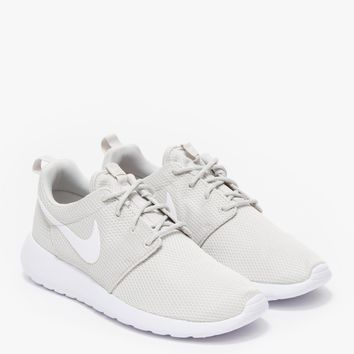 Nike / Rosherun in Light Bone