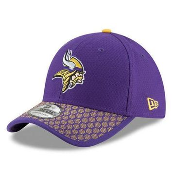 Minnesota Vikings New Era 39THIRTY 2017 NFL Sideline On Field Cap Flex Hat