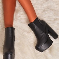 Denver Black Tractor Sole Chelsea Rider Boots | Pink Boutique