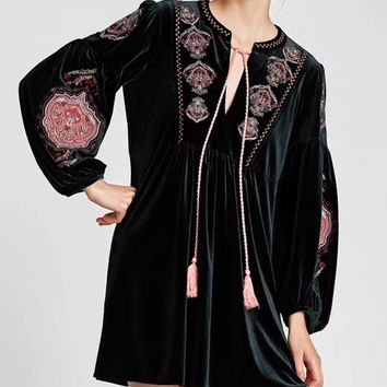 Dark Green Velvet Tassel Tie Embroidery Long Sleeve Dress