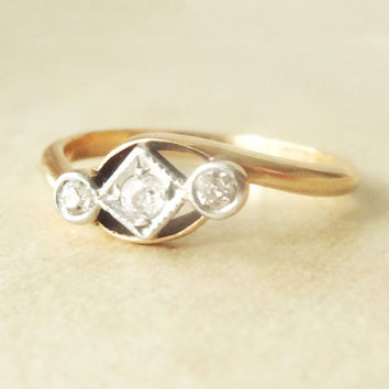 Art Deco Geometric Diamond Trilogy Ring, 18k Gold Diamond Engagement Ring Approx. Size US 6.5
