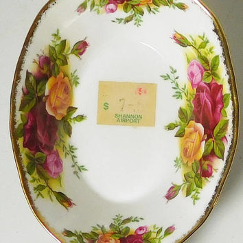 Small Bone China Oval Dish Old Country Roses From Ireland Shannon Airport Sticker Royal Albert England Gold Trim Vintage No Cracks Chips