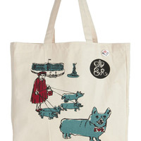 Her Majesty the Scene Tote