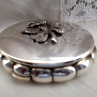 Vintage Kigu musical Minuette silver tone powder compact. Ideal gift.