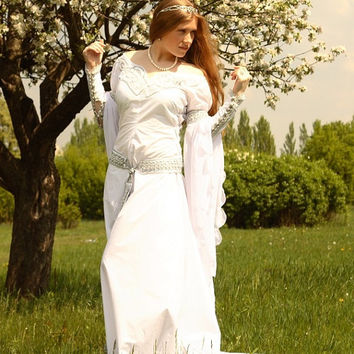 "White Medieval Wedding Dress ""Isolde"""