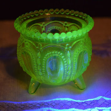 Boyd Vaseline Glass 3 Footed Beaded Edge Gypsy Pot Kettle Toothpick Holder Vintage Vaseline Match Holder Witch Kettle Pot Uranium Glass