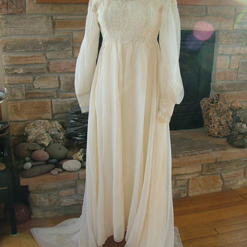 WeddinG DresS 1970s hippie Boho Chic empire lace renaissance camelot game of thrones celtic style