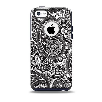 The Black and White Paisley Pattern V6 Skin for the iPhone 5c OtterBox Commuter Case