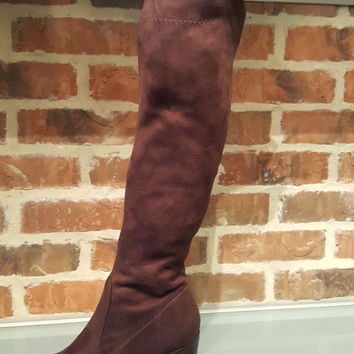 Tall suede boot with heel