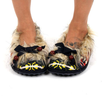 Rocket Dog Red Shimmie Navajo Northern Wind Faux Fur Fabric Slipper Shoes
