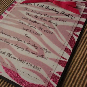 25 Zebra Sparkle with Hot Pink small bow invitations