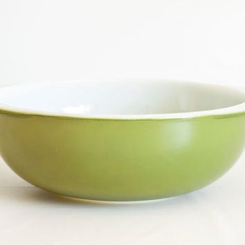 Vintage 2 Quart Pyrex Verde Vegetable Bowl, 1970s Avocado Green Serving or Salad Bowl, Oven Proof Glass, 024