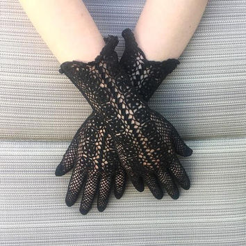 1960s Vintage Lady's Dress Fashion Black Lace Gloves, Small, Vintage Goth & Steam Punk Costume Gloves for Plays, Halloween, Wedding, 11.5 In