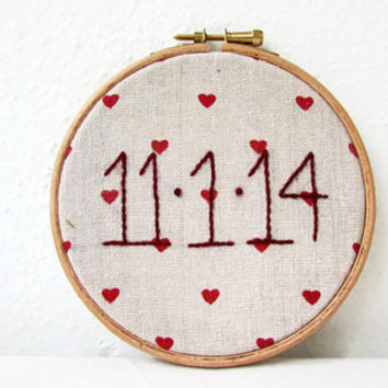 Custom date hoop, hand embroidery, rustic wedding gift, valentine's day gift, gift for anniversary, wedding decor, handmade in the UK