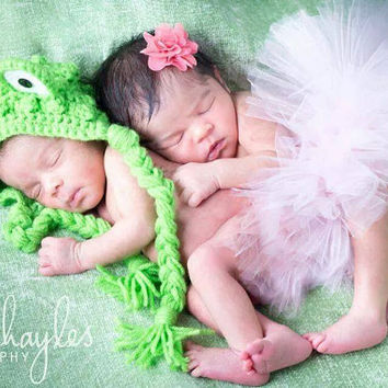 Boy Girl Twin Frog prince and princess set/Frog Bonnet with crown and Tutu/Newborn baby Photography prop