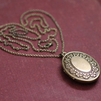 Solid Natural Perfume Locket Necklace - Victorian inspired with Vintage Charm - Oval Floral Wreath Design - Romance