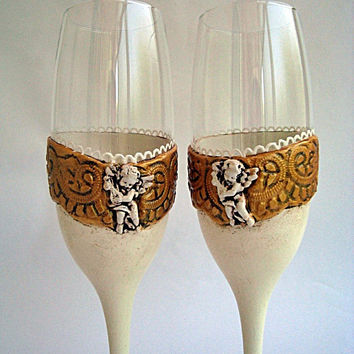 Bride & Groom Glasses, Champagne Toasting Flutes, Wedding glasses, White and gold glasses, Angels wedding, Champagne glasses, Wedding Flutes