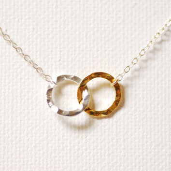 Gold Silver Interlocking Rings Necklace, 18k Gold Rings,Gold Silver connected circles Necklace,hammered circle links,Linked Rings Necklace