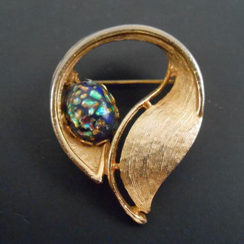 Gold Brooch - Unsigned Gold Toned Brooch with Turquiose Opal - Vintage 1960s