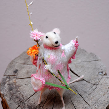Needle Felted Animal, Felted mouse, Needle Felted Art Doll Cute little mouse  -Adorable one of a kind needle felted miniature mouse!