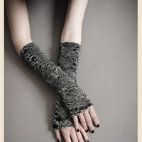 RUPTURED BELIEF GOTHIC GLOVES