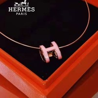 Hermes sells retro letter necklaces fashionable casual pendant necklaces for ladies